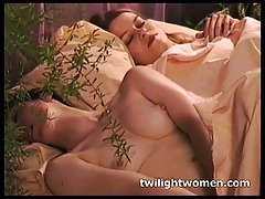 twilightwomen - Nasty girly-girl getting off and