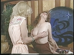 Jacqueline Larians seduced and then martubates a super-steamy girl and slurp her puss