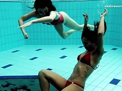 Lezzy  underwater and  unwrapping