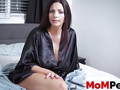 Perverted Mummy lures nosey  in bedroom for some slurping