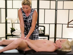 Elsa have scissor fuck-a-thon with Mummy Inda after massage session